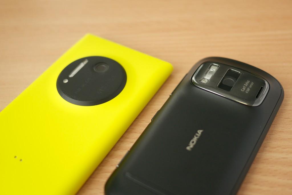 Nokia_Lumia_1020_vs._Nokia_808_PureView