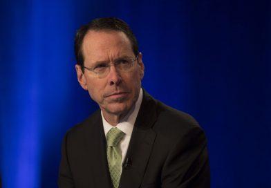 失效的垃圾電話過濾器?!AT&T總裁在經濟會議上的採訪被騷擾電話打斷
