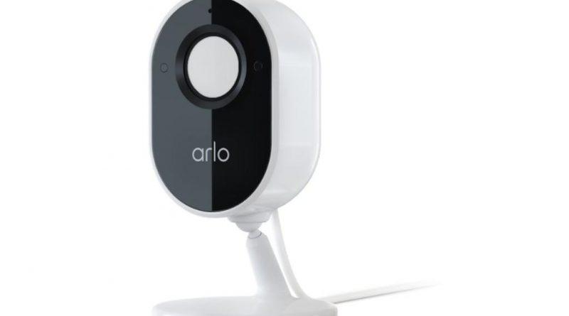 Arlo Essential 室内攝影機,內置自動隱私保護盾